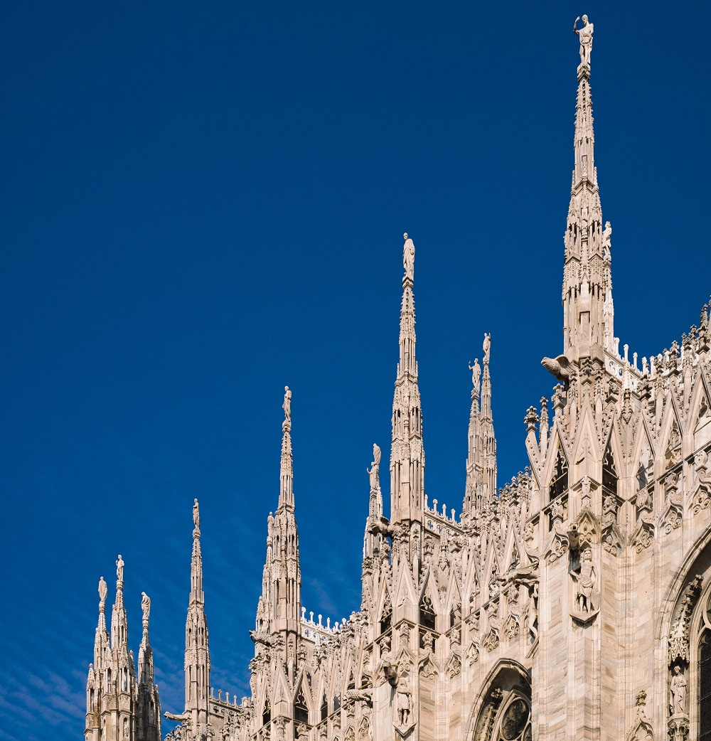 Visit top tourist attractions in Milan Italy with locals