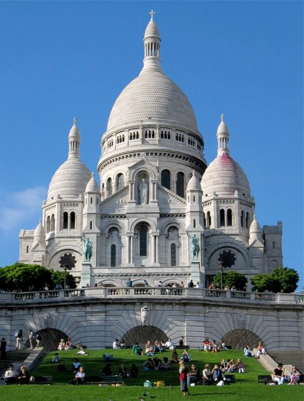 Sacre coeur basilica in Paris, France. MeetnGreetMe