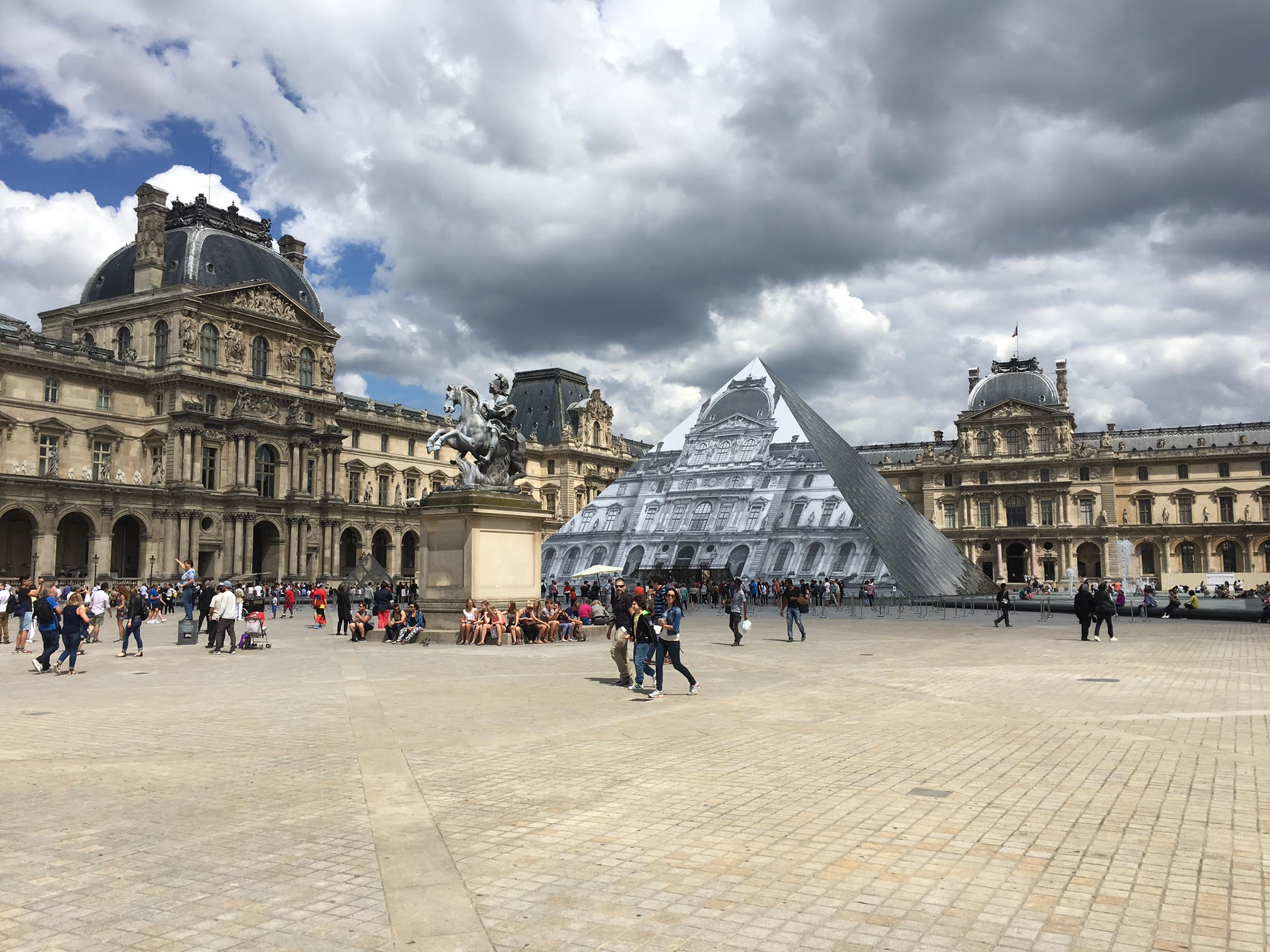 Le Louvre, Paris, France. MeetnGreetMe