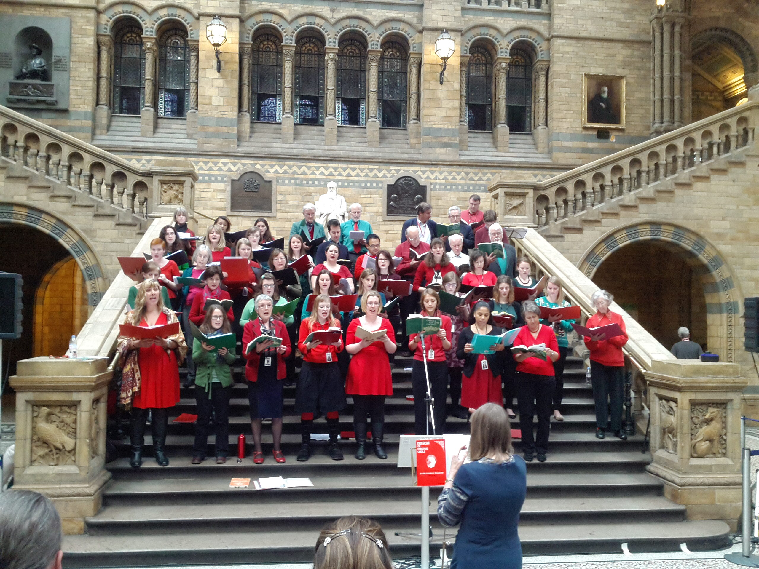 A_choir_of_Natural_History_Museum,_Science_Museum_and_Victoria_and_Albert_Museum_staff_members_sing_carols_in_the_central_hall_of_the_Natural_History_Museum_02
