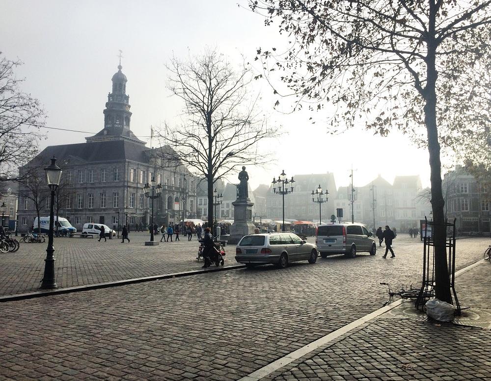 Maastricht Christmas travel blogger