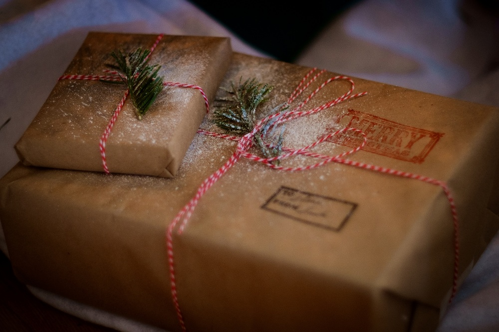 Christmas gift delivery with MeetnGreetMe