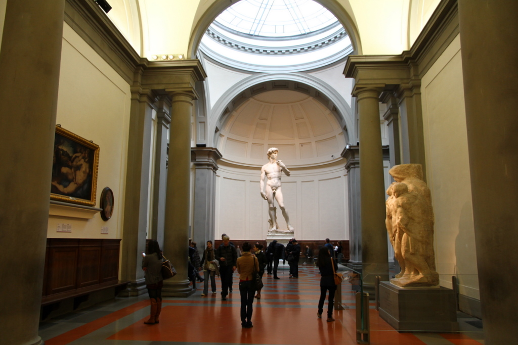 Florence David_by_Michelangelo_in_The_Gallery_of_the_Accademia_di_Belle_Arti