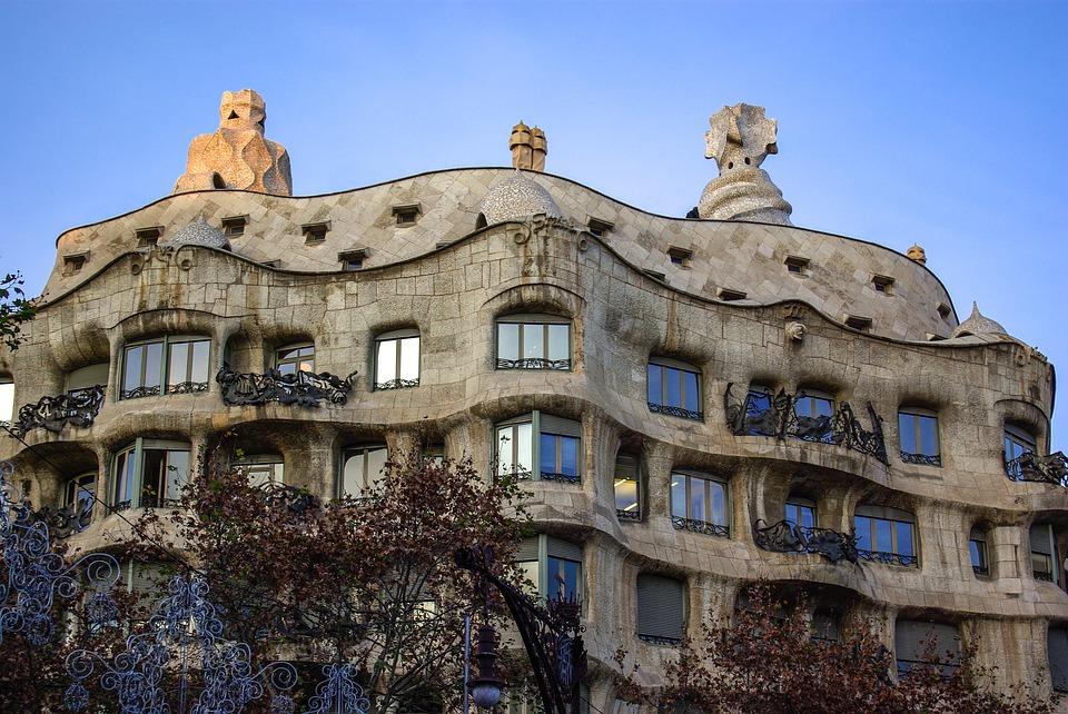 casa mila gaudi pedrera barcelona