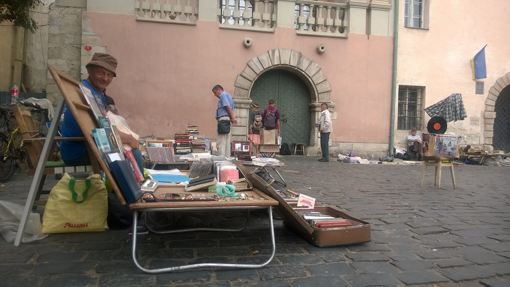 flee market books ukraine lviv