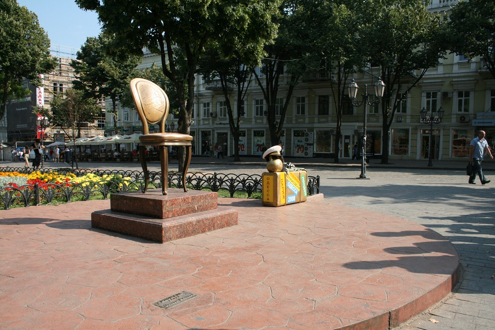 The_Twelve_Chairs_monument_in_Odessa Ukraine