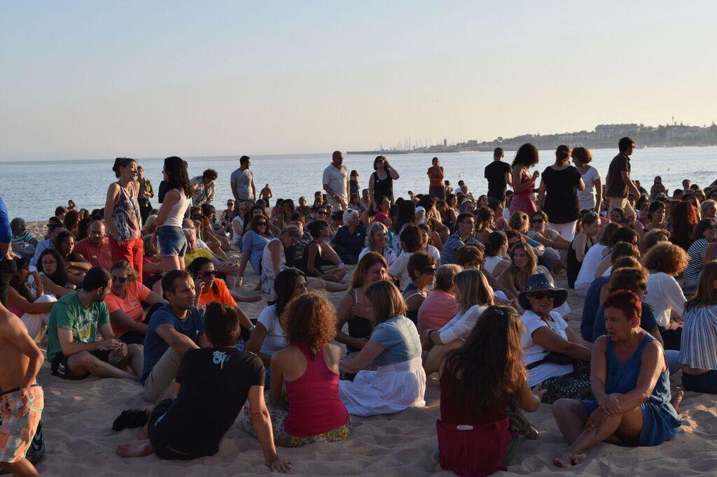 beach lisbon portugal travel guide