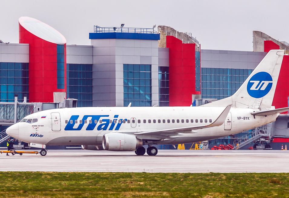 UTair, Airplane near Kaliningrad Hrabrovo Airport
